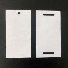 Możliwość wykonania otworu na spinkę do przywieszek lub 2 otwory do przeciąganięcia taśmy